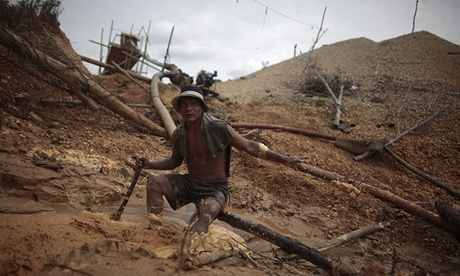 Illegal gold mine in Peru. Phto Sourc: The Guardian 2013, Esteban Felix /AP
